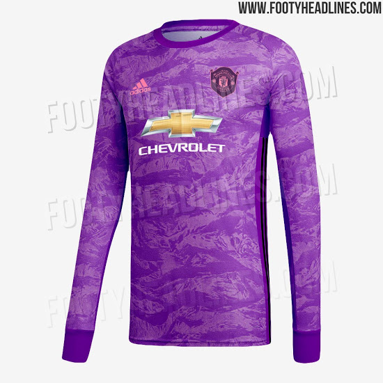 buy popular 8c48c 1eb12 Picture: Man United purple and pink goalkeeper kit leaked ...